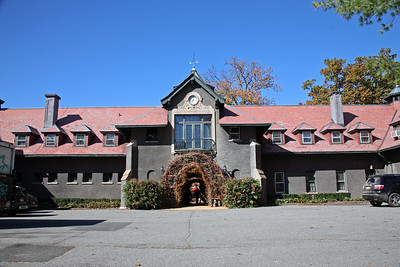 The Stables of Hamilton FarmHamilton Farm is an equestrian landmark in a secluded section of Gladstone in the heart of the fox-hunting country of New Jersey. This beautiful landmark stable is the home of The United States Equestrian Team.