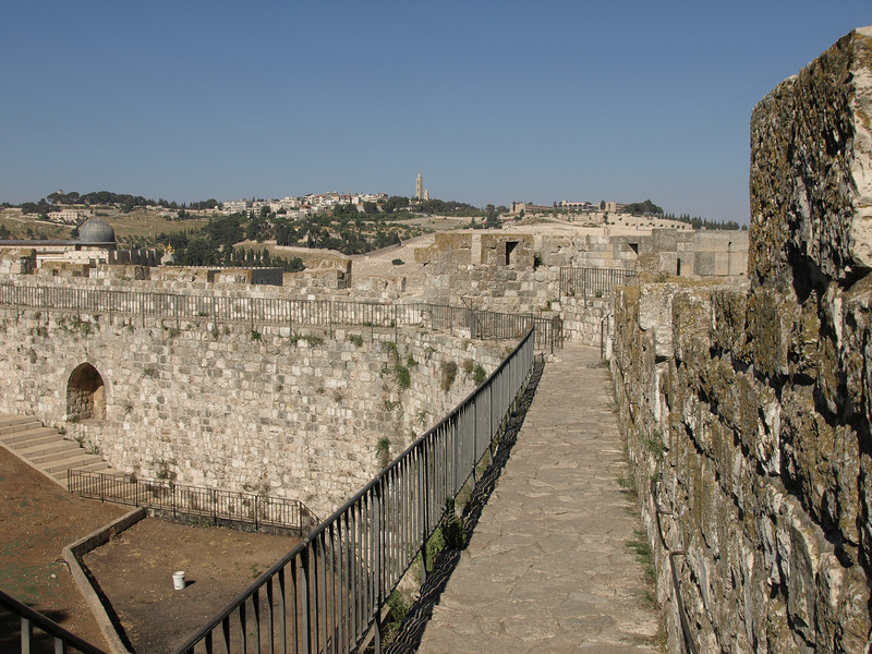 Along the ramparts; heading towards the Jewish Quarter