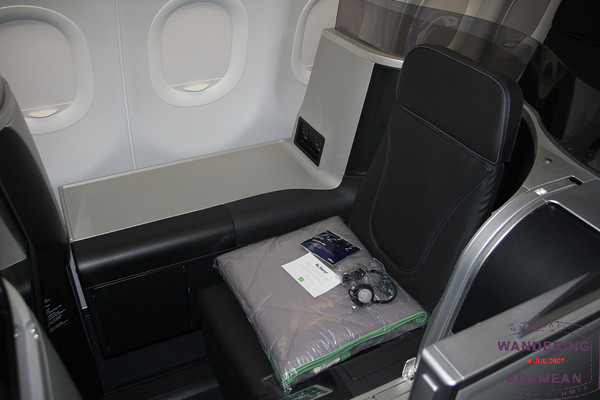 A JetBlue Mint mini-suite seat
