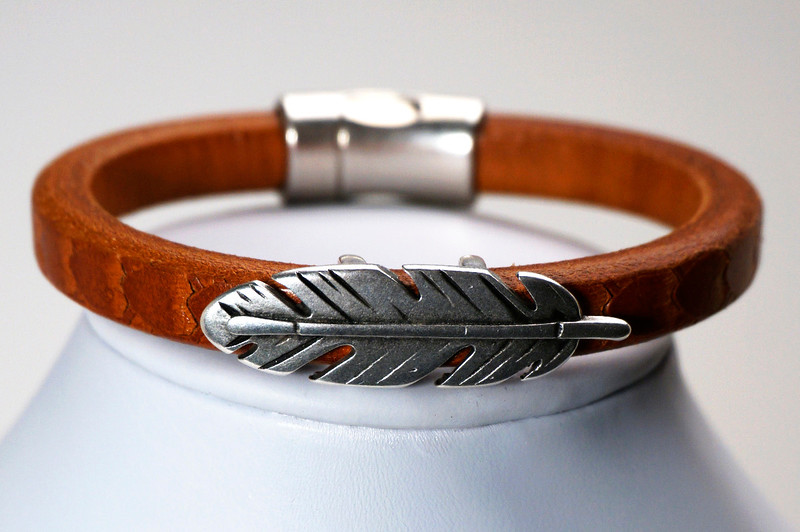 #16516 <br>Silver plated feather<br>On brown leather <br>with magnetic clasp. <br>Size medium. $95.00