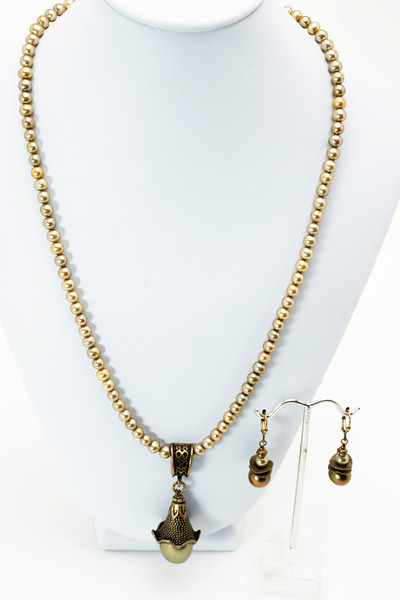 "#21619<br>Shell pearl and bronze drop<br>On sage pearls.<br>Antiqued bronze clasp and 4"" extender chain.<br>20"" to 24"" Limited Edition.<br>Necklace $75.00<br>Earrings $29.00"
