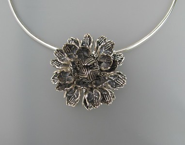 LOTUS - TWO HANDS- SMALL NECKLACE/PIN