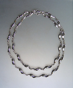 HAND IN HAND NECKLACE