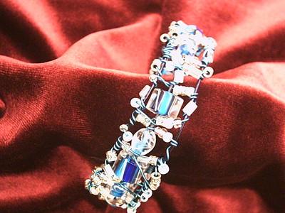 Blue wire bracelet 1b