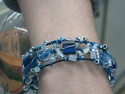 Blue wire bracelet 1a