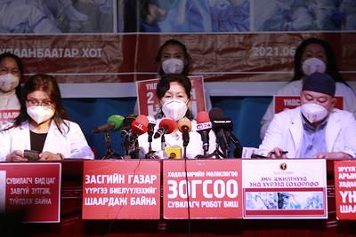 2021 оны зургадугаар сарын 30. Монголын Эрүүл Мэндийн ажилтны ҮЭХ-оос эмч нарын цалин урамшуулалтай холбоотой асуудлаар мэдээлэл хийлээ.ГЭРЭЛ ЗУРГИЙГ Г.САНЖААНОРОВ/MPA