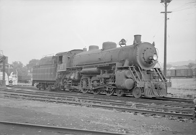 2016.020.98.062--jim neubauer 828 neg--TH&B--steam locomotive 4-6-2 15--Hamilton ON--1952 0816