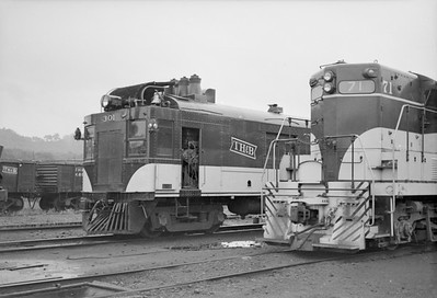 2016.020.98.058--jim neubauer 828 neg--TH&B--EMD diesel locomotive 71 and diesel-electric motorcar 301 in yard--Hamilton ON--1952 0816