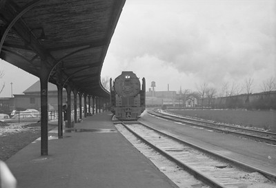 2016.020.98.116--jim neubauer 828 neg--NYC--steam locomotive 4-8-4 S1b 6015 on Pacemaker 15-car passenger train arriving--Englewood IL--1953 0618