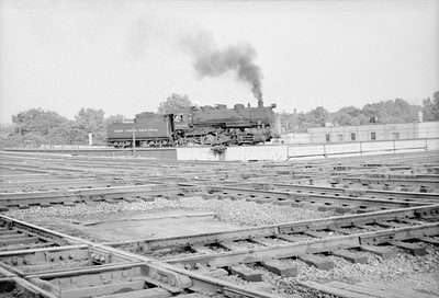 2016.020.98.113--jim neubauer 828 neg--NYC--steam locomotive 0-6-0 U3b 7650 going around wye--Joilet IL--c1952 0000