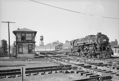 2016.020.98.131--jim neubauer 828 neg--NYC--steam locomotive 4-6-4 J1b 5233 crossing interlocking plant at Air Line crossing--Chicago IL--c1952 0000
