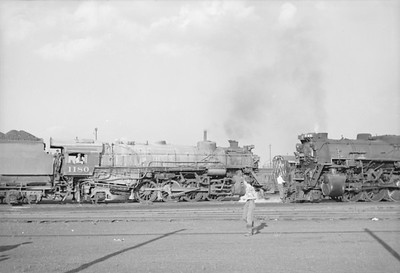 2016.020.98.077--jim neubauer 828 neg--C&O--steam locomotive 2-8-2 1180--Calumet IL--1952 0810