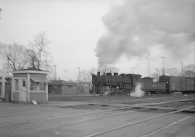 2016.020.98.023--jim neubauer 828 neg--ICRR--steam locomotive 0-8-0 1866 switching cars in yard--location unknown--c1952 0000