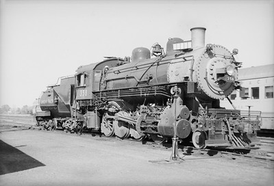 2016.020.98.053--jim neubauer 828 neg--UP--steam locomotive 2-8-0 358--Jct City KS--c1953 0000