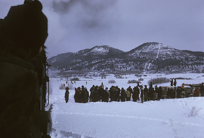 2016.020.51.24--neubauer 35mm kodachrome--C&TS--rotary snowplow OM fantrip chase crowd at Highway 17--near Chama NM--1975 0200