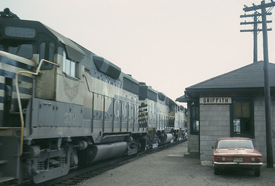 2016.020.05.17--jim neubauer 35mm ektachrome--GM&O--EMD diesel locomotive 332 at depot--Griffith IL--1969 0600