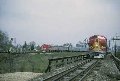 2016.020.07.13--jim neubauer 35mm kodachrome--AT&SF--EMD diesel locomotive 308 on RR Club of Chicago Chico Chief fantrip as Grand Canyon Ltd passes--location unknown--1969 0400