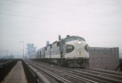 2016.020.23.18--jim neubauer 35mm ektachrome--SOU--EMD diesel locomotive 2916 on Carolina Special passenger train--Cincinnati OH--1968 1000