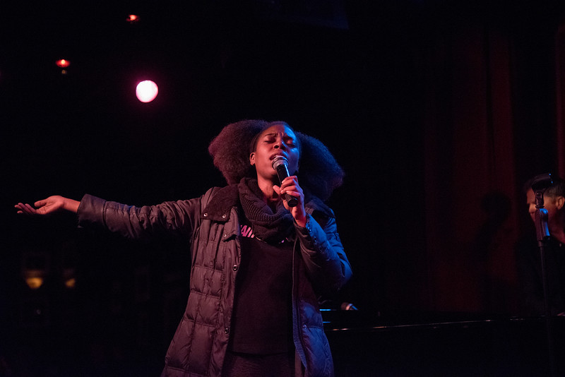 Naiika Sings