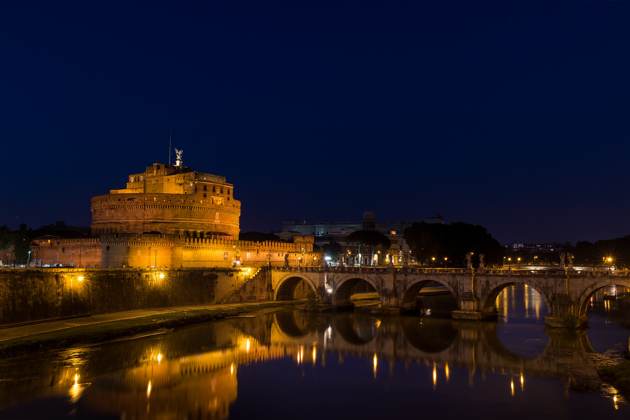 Overlooking the Fiume Tevere and Castel Sant'Angelo.