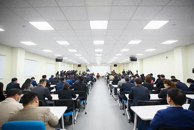 2020 оны аравдугаар сарын 30. Ерөнхий сайд У.Хүрэлсүх Байгаль орчны, судалгаа шигжилгээний төвийн ажилтай танилцлаа.   ГЭРЭЛ ЗУРГИЙГ Б.БЯМБА-ОЧИР/MPA