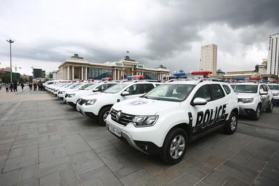 2020 оны наймдугаар сарын 17. Нийслэлийн цагдаагийн удирдах газрын хөдөлгөөнт эргүүл, жижүүрийн шуурхай алба, нийслэлийн Эрүүл мэндийн газар, ХӨСҮТ, ЗӨСҮТ зэрэгт шаардлагатай 150 автомашин гардууллаа. ГЭРЭЛ ЗУРГИЙГ Д.ЗАНДАНБАТ/MPA