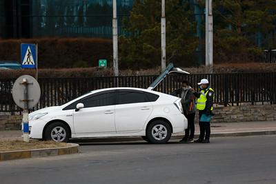 2021 оны дөрөвдүгээр сарын 29. Хатуу хөл хорио Улаанбаатар хотод  үргэлжилж байна. Энэ удаагийн хөл хорионы үеэр явганы болон автомашины хөдөлгөөнд тавих хяналт чангарчээ.  Цагдаагийн байгуулагаас 20:00 цагаас хойш явган хүний болон замын хөдөлгөөнийг хязгаарлахаа мэдэгдлээ. Иймд цагдаа, онцгой байдлын байгууллагын алба хаагч болон ДХИС-ийн сонсогчид гудамж талбайд үүрэг гүйцэтгэж байгаа аж.  Бүх нийтийн бэлэн байдалд шилжсэн үед иргэд хариуцлагатай байж, хамтран ажиллахыг хүсэв.   ГЭРЭЛ ЗУРГИЙГ Б.БЯМБА-ОЧИР/MPA