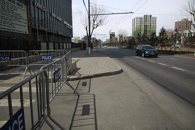 2021 оны дөрөвдүгээр сарын 28. Хатуу хөл хорио Улаанбаатар хотод 18 дахь өдрөө үргэлжилж байна. Энэ удаагийн хөл хорионы үеэр явганы болон автомашины хөдөлгөөнд тавих хяналт чангарчээ.  Цагдаагийн байгуулагаас өнөөдөр 20:00 цагаас хойш явган хүний болон замын хөдөлгөөнийг хязгаарлахаа мэдэгдлээ. Иймд цагдаа, онцгой байдлын байгууллагын алба хаагч болон ДХИС-ийн сонсогчид гудамж талбайд үүрэг гүйцэтгэж байгаа аж.  Бүх нийтийн бэлэн байдалд шилжсэн үед иргэд хариуцлагатай байж, хамтран ажиллахыг хүсэв. ГЭРЭЛ ЗУРГИЙГ Д.ЗАНДАНБАТ/MPA