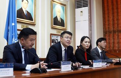 2018 оны тавдугаар сарын 23. Монгол банкны удирдлагууд цаг үеийн асуудлаар мэдээлэл хийлээ.   ГЭРЭЛ ЗУРГИЙГ /MPA