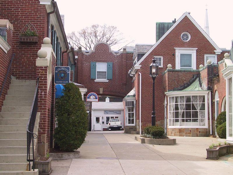 <b>Winchester Side Street</b>   (Apr 21, 2002, 02:21pm)
