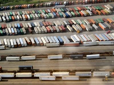 Container farm near Chicago   (Jun 16, 2003, 09:25am)