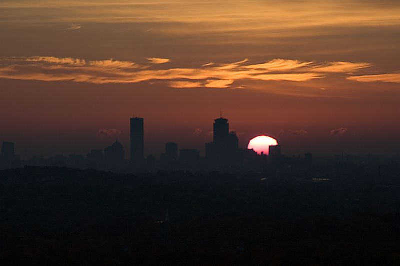 <b>Boston Sunrise - October 27th</b>   (Oct 27, 2004, 07:12am)  <p align=left>Just one minute after the last picture, the rising sun is now recognizable, although the increased light levels makes it harder to make out the details of the Boston skyline.</p>