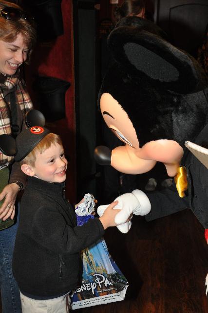 J shaking hands w:Mickey