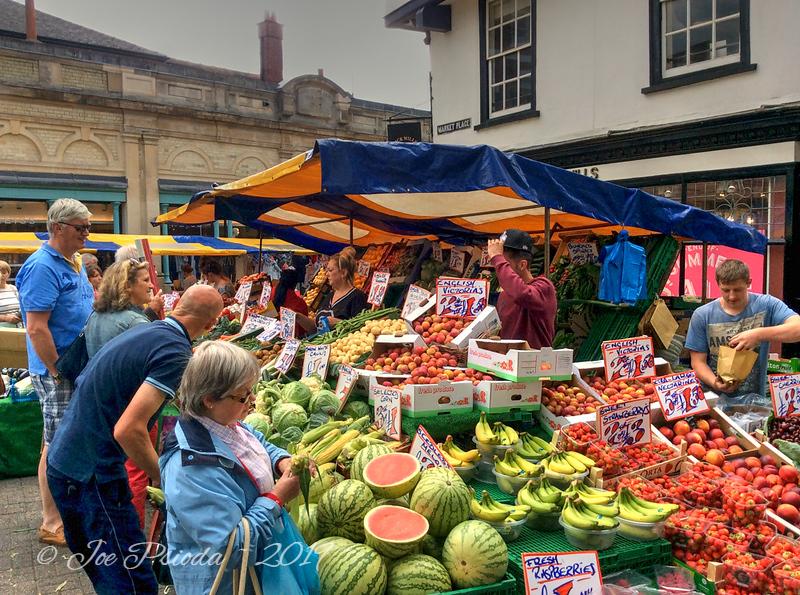 Luton, Endland Market