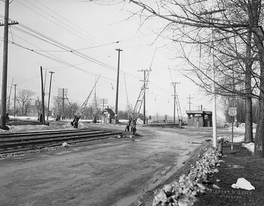 2021.003.PCNW-17--john s ingles 8x10 print [Stanton Wilhite]--C&NW--view of crossing at Greenbay Road looking north from east side of Greenbay Road--Glencoe IL--1929 1231