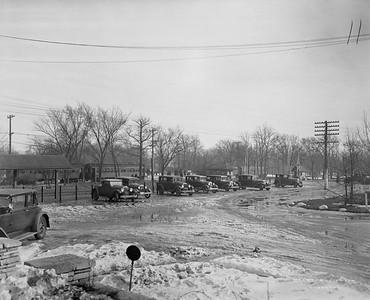 2021.003.PCNW-11--john s ingles 8x10 print [Stanton Wilhite]--C&NW--view of parking area looking southeast toward crossing at Park Ave--Glencoe IL--1929 1231