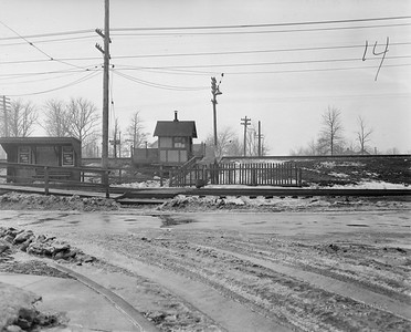 2021.003.PCNW-14--john s ingles 8x10 print [Stanton Wilhite]--C&NW--view of crossing at Lincoln Ave looking west--Glencoe IL--1929 1231