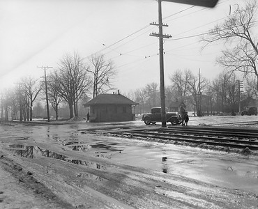 2021.003.PCNW-12--john s ingles 8x10 print [Stanton Wilhite]--C&NW--view of crossing at Park Ave looking southwest--Glencoe IL--1929 1231