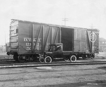 2021.003.PDTI.021--john s ingles 8x10 print--DT&I--company photo of wooden boxcar 17337 with delivery truck--location unknown--1923 1121