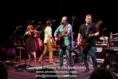 Steve Earle and The Dukes John Hiatt and The Combo South Shore Music Circus Cohasset MA August 16, 2012 Copyright ©2012 Nancy Nutile-McMenemy www.photosbynanci.com