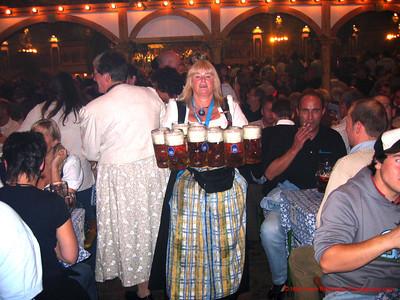 Oktoberfest 10 Stien Woman