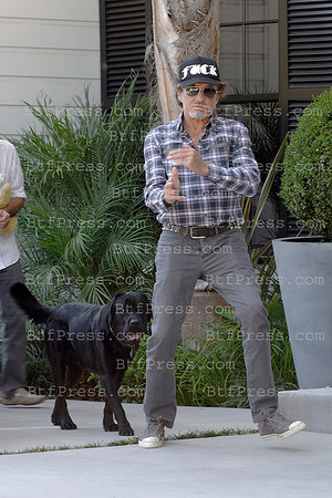 Johnny Hallyday is back and left the Cedars Sinai Hospital in Los Angeles, on September 7,2012
