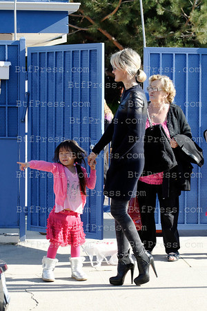 Johnny Hallyday ,Laeticia and her Grand mother take Jade and Joy at the school in Pacific Palisades,California.