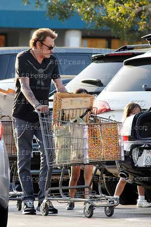 EXCLUSIVE___ Johnny Hallyday and Laticia and kids make grossery shopping in Gelson market in Los Angeles,California.