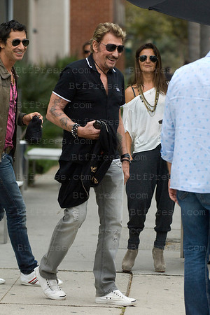 Johnny Hallyday,Laeticia with Joy and Betty Leboeuf with friend having a lunch in Brentwood. Johnny look like he have a good time,smiling and joking.