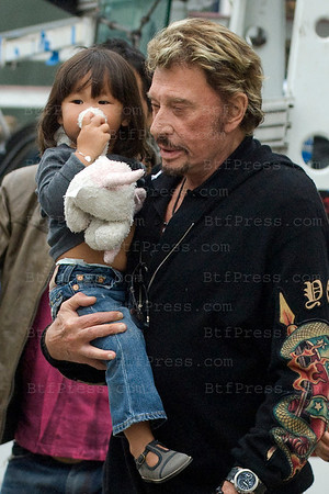 Johnny Hallyday, Laeticia and Joy take a time to visiting their house in Los Angeles.