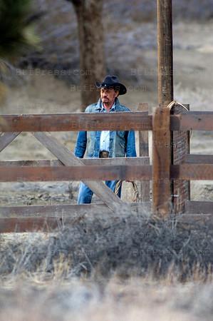 ohnny Hallyday reprend son travail avec en premier u la derniere campagne de pub pour OBTIC 2000,les scenes ont ete tourne dans le desert Californien, l'ambiance western etait de rigueur. Johnny semblait avoir recupere a 100%.
