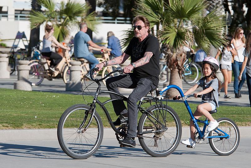 Johnny Hallyday,Laeticia,Joy and Jade on bike