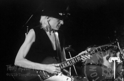 Johnny-Winter-1984-BW_02