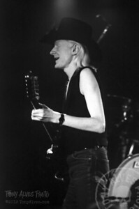 Johnny-Winter-1984-BW_09